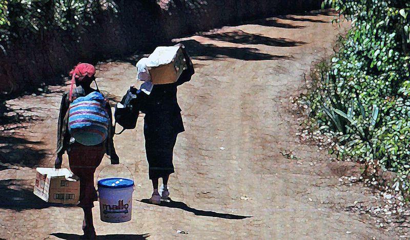 Kenyawomencarrybox